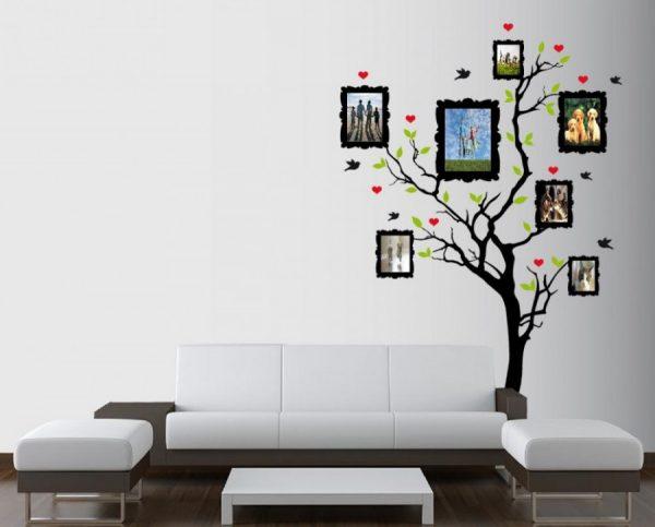 Дерево с картинками над диваном