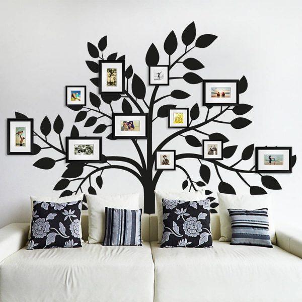 Фотографии и дерево на стене