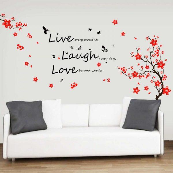 Надпись над диваном