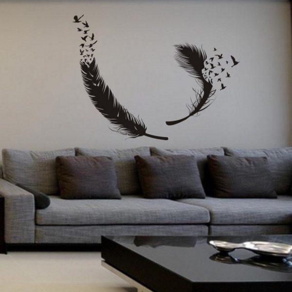 Перья и птицы на стене