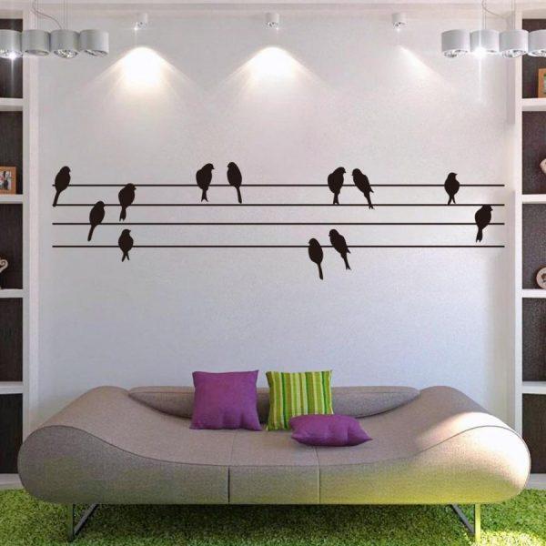 Птички над диваном
