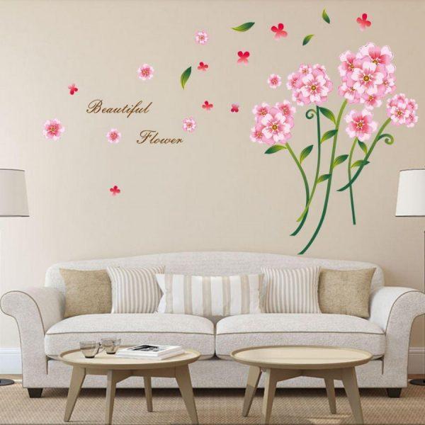 Нежные цветы на стене