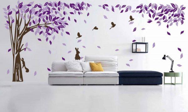 Деревья с листиками на стене