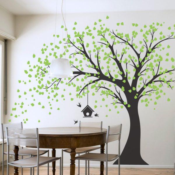 Виниловая наклейка с деревом напротив обеденного стола