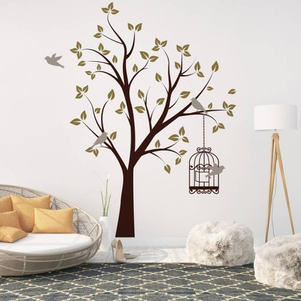 Дерево с клеткой на стене