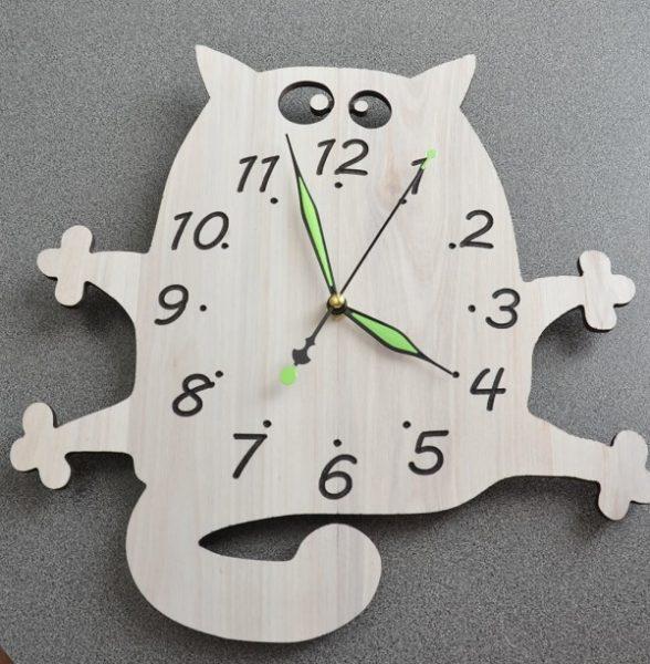 Часы в виде кота