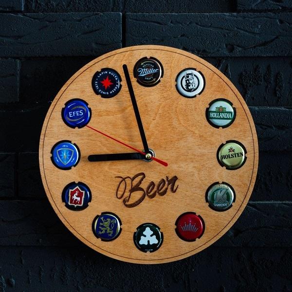 Часы с крышками из под пива