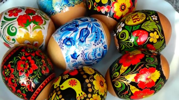 Разнообразные мотивы наклеек для яиц