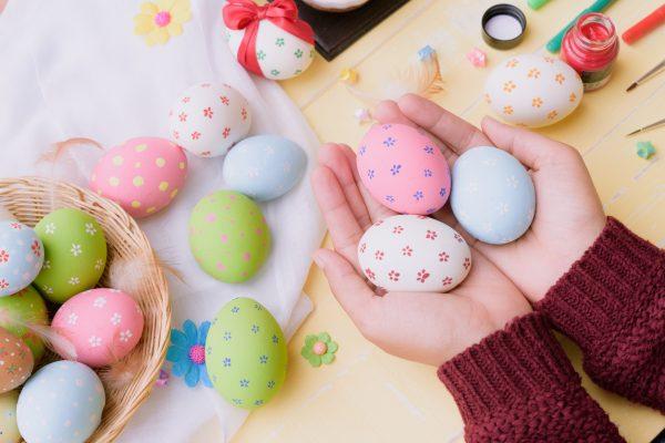 Точечное украшение яиц