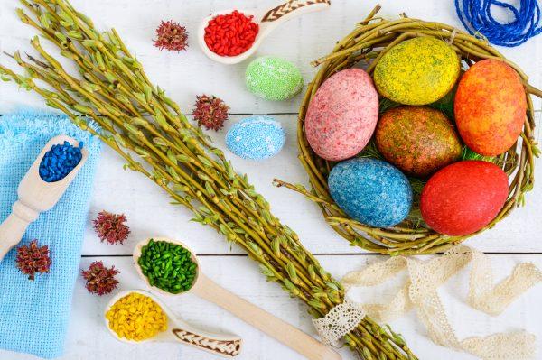 Окрашивание яиц с помощью риса