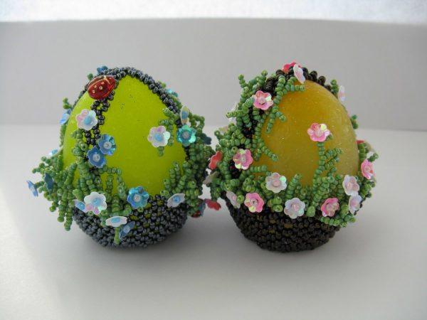 Украшение из бисера для пасхальных яиц