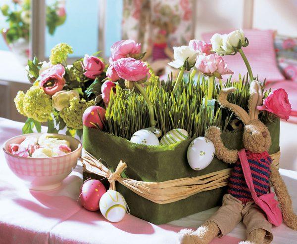 Ваза с растениями и яичками