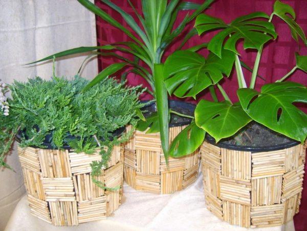 Декор цветочных горшков палочками или спичками