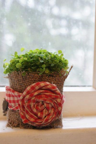 Мешковина с декором для цветочного горшка