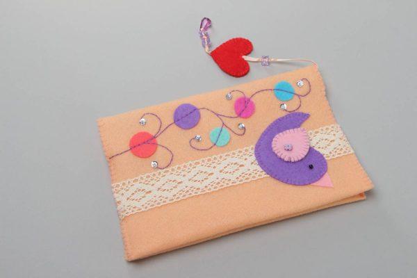 Обложка с закладкой из фетра