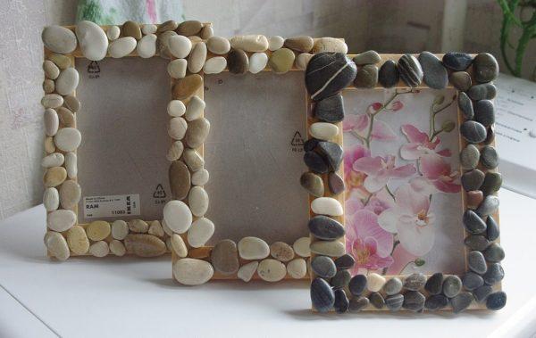Декор фоторамки камнями