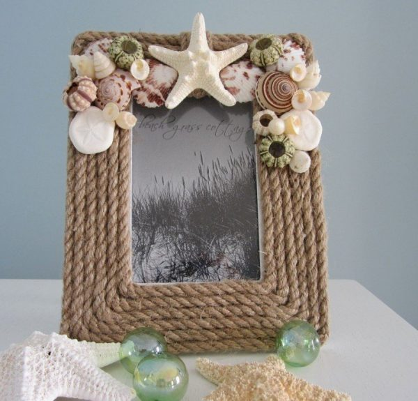 Рамка с ракушками в морском стиле