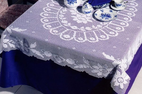 Скатерть на синем фоне