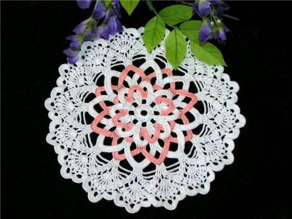 Бело-розовая салфетка