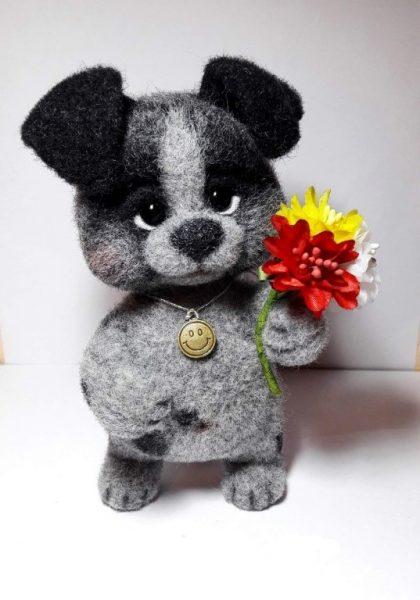 Собачка с цветочком в технике валяния
