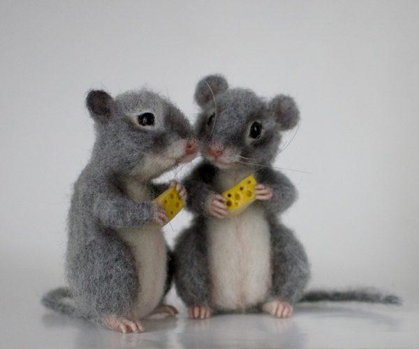 Мышки с сыром в технике валяния