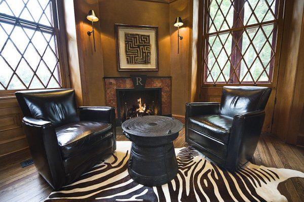 Шикарные кресла в кабинете