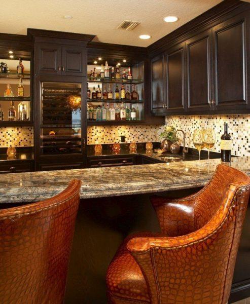 Домашний бар с комфортными стульями
