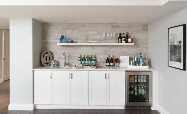 Домашний бар в белом цвете