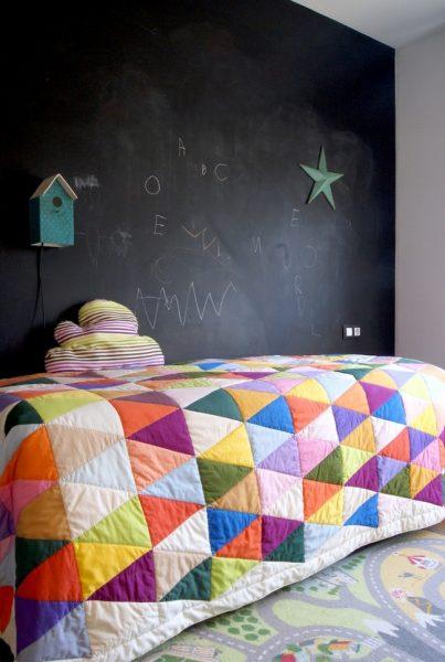 Лоскутное одеяло в детской комнате