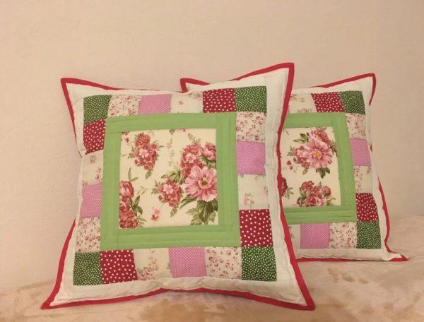 Лоскутные подушки с цветами