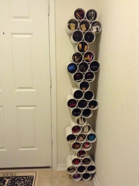 Высокая полка для обуви из пластиковых труб