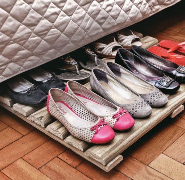 Хранение обуви под кроватью