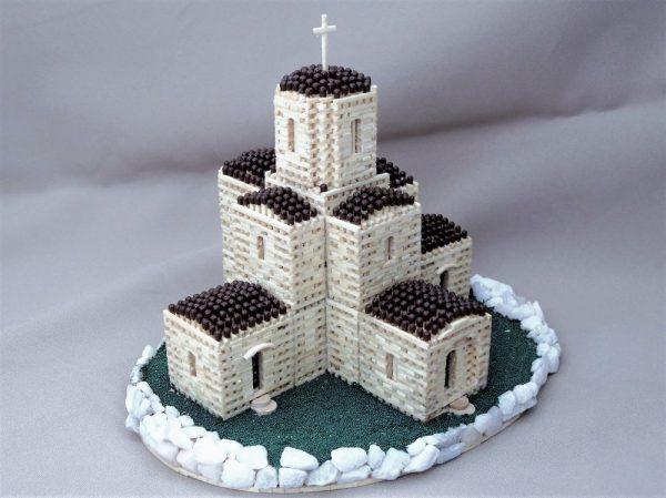 Церковь с территорией вокруг