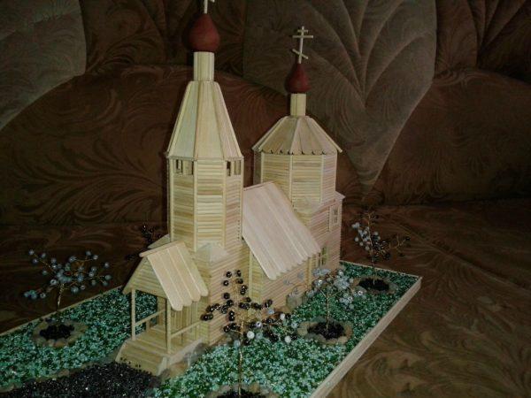 Храм с облагороженным участком