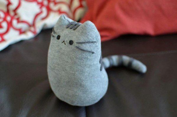 Кот из серого носка