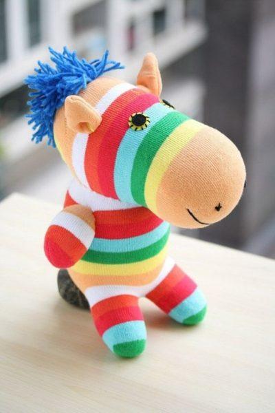 Разноцветная лошадка и носка