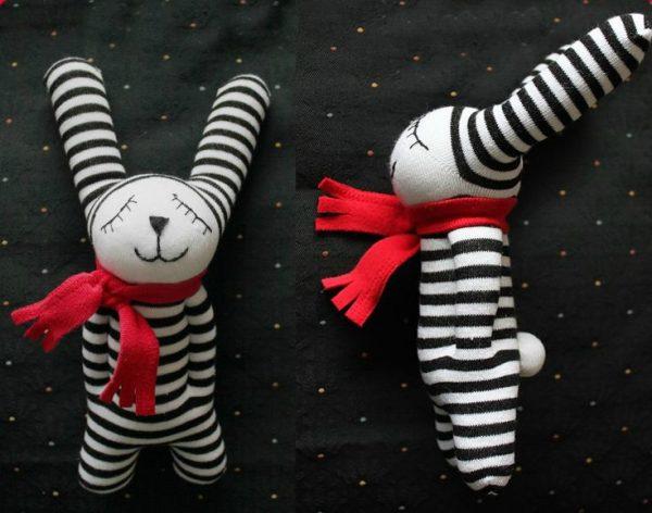 Кролик с шарфиком из носка
