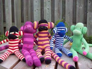 Игрушечные обезьянки из носков