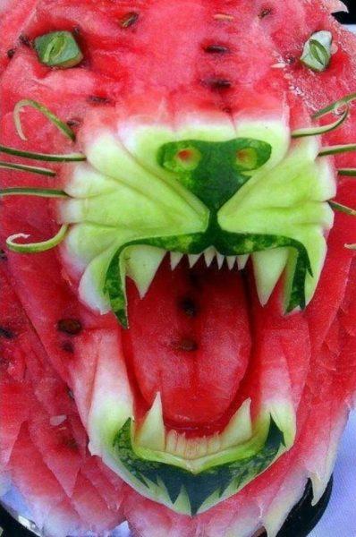 Резной тигр из арбуза