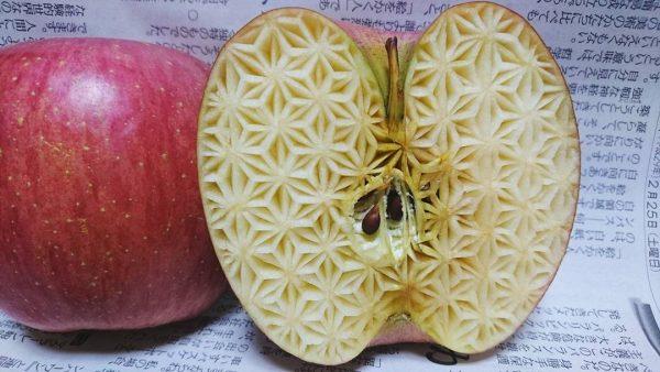 Украшение внутри яблока