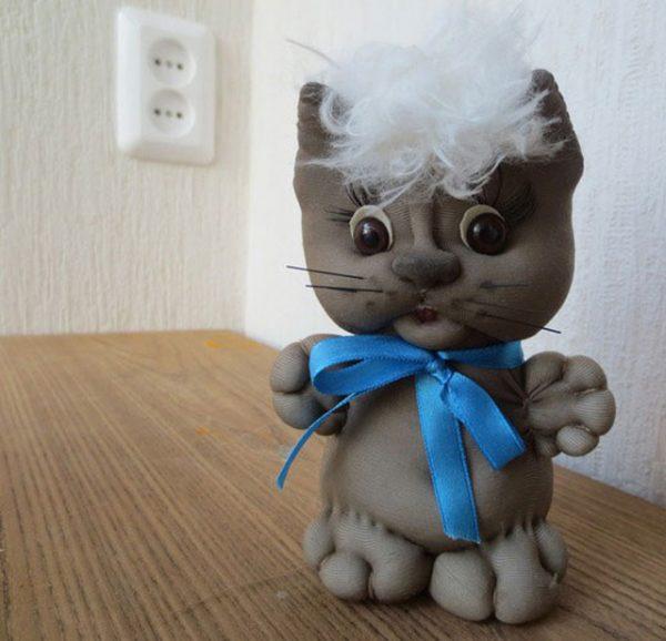 Милый котёнок из капроновых колготок