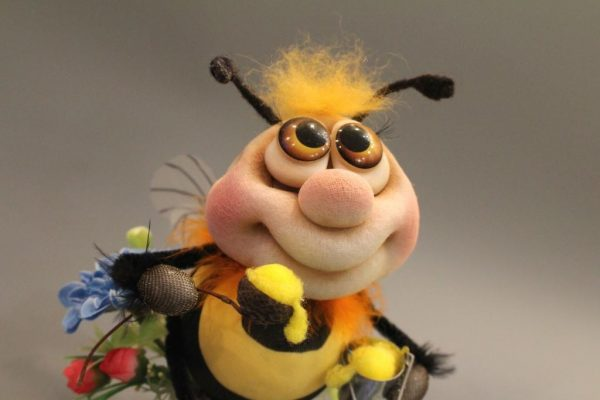 Пчёлка из капроновых колготок