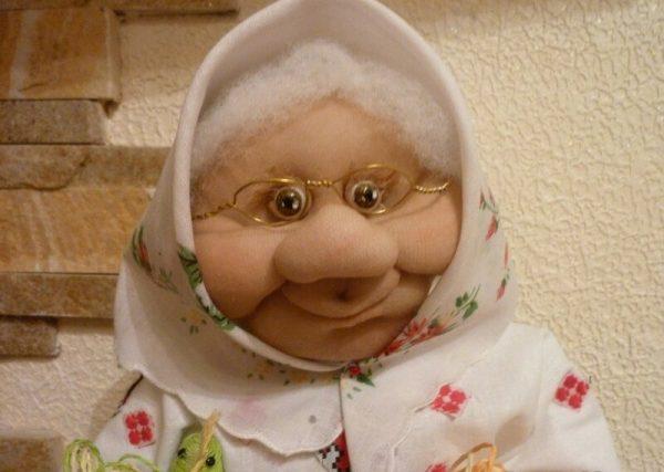 Бабушка из капроновых колготок