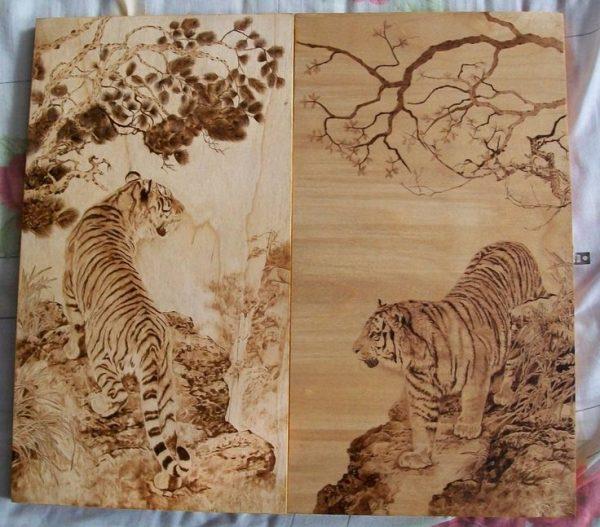 Тигры на природе в технике выжигания по дереву