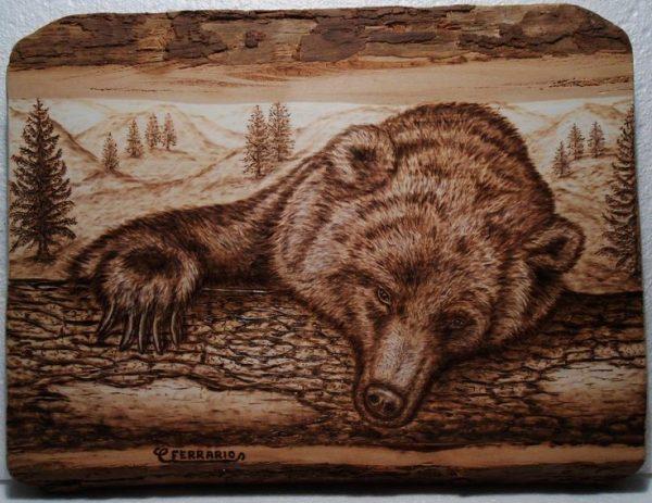 Медведь в технике выжигания по дереву