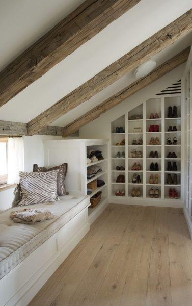 Хранение обуви на чердаке