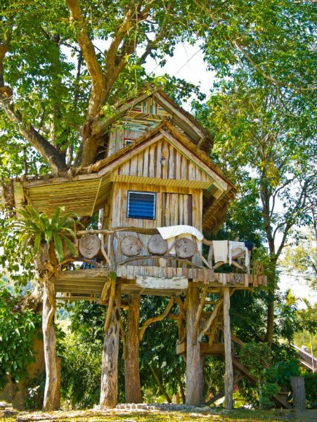 Двухэтажный домик на дереве
