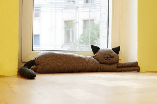 Подушка в виде котика