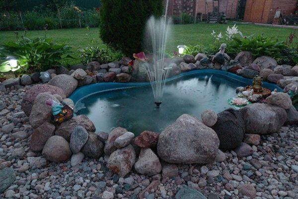 Большие камни для украшения фонтана