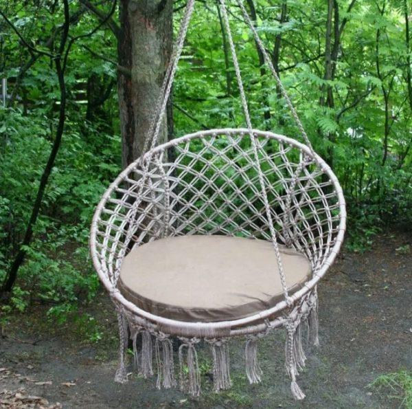Плетёное кресло с сидушкой